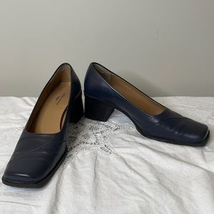 Dockers navy leather square toe block heel shoes